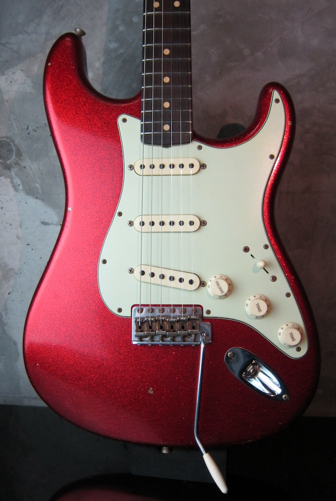 画像1: Fender Custom Shop 1963 Stratocaster Journeyman Relic Faded Red Sparkle