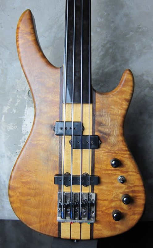 画像1: B.C. Rich USA Innovator Fretless Bass '95
