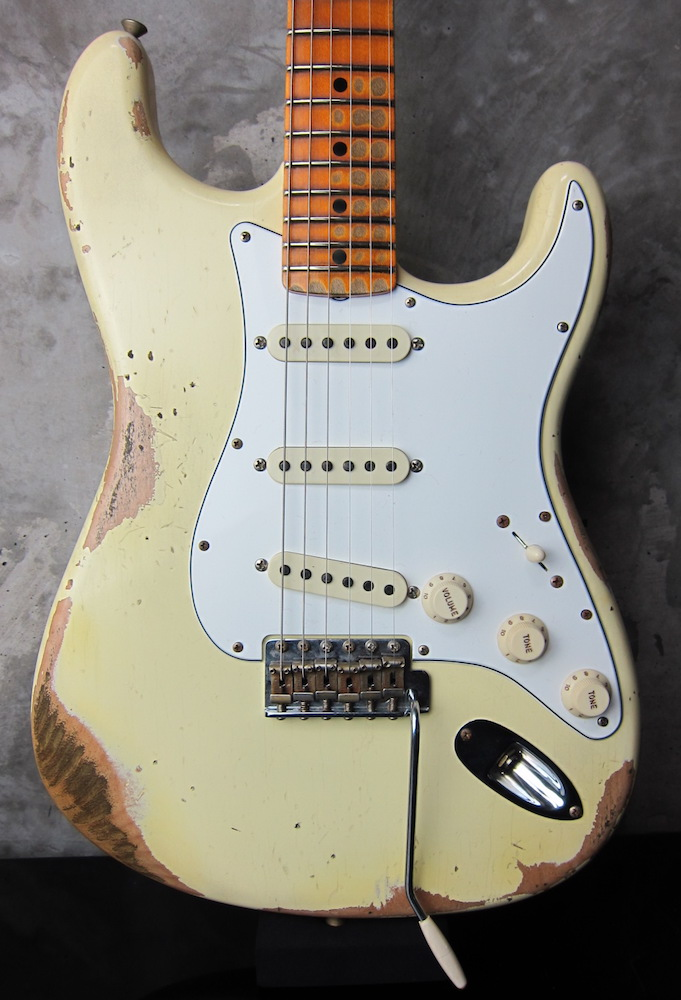 画像1: Fender Custom Shop 1969 Stratocaster Relic White ☆期間限定 通販大特価¥597,000-⇒⇒⇒ ¥ 487,000-!!!!